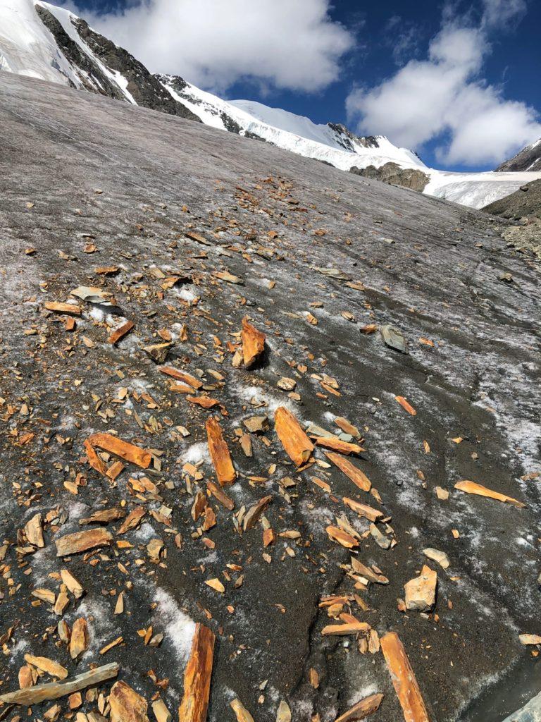 Камни на леднике